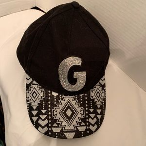 Justice hat with letter G